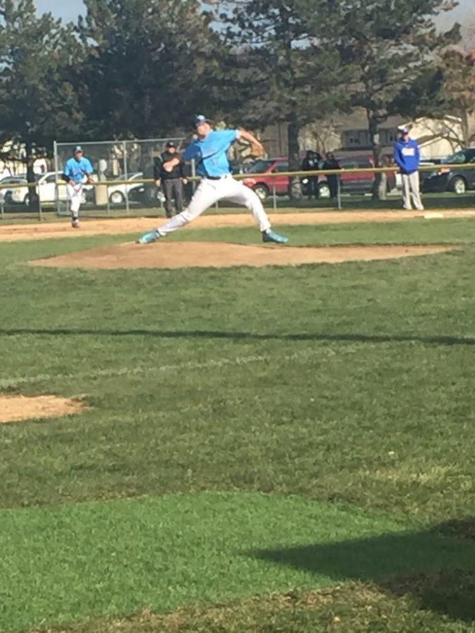 Mustang baseball tops Lyons Township