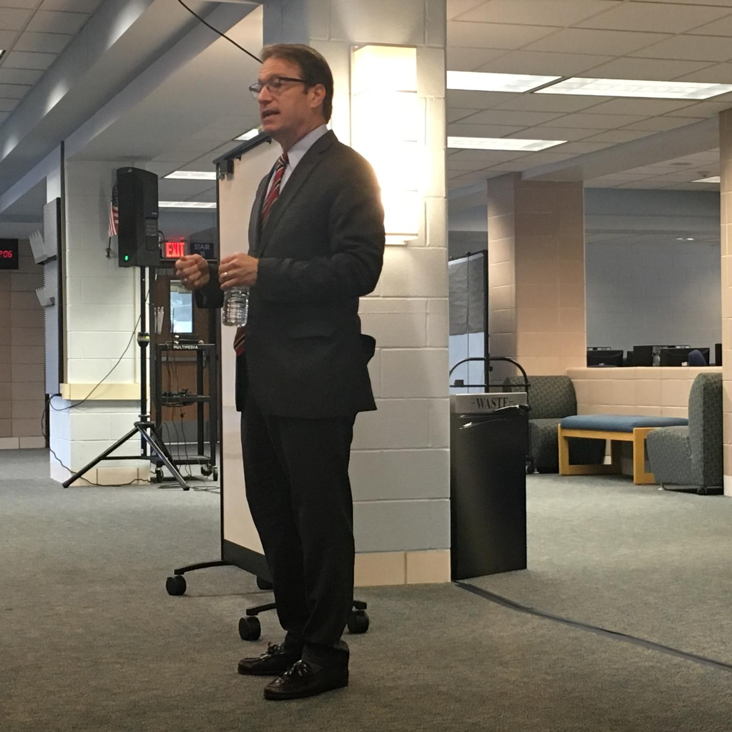 US Congressman Peter Roskam talk to students in the school library.