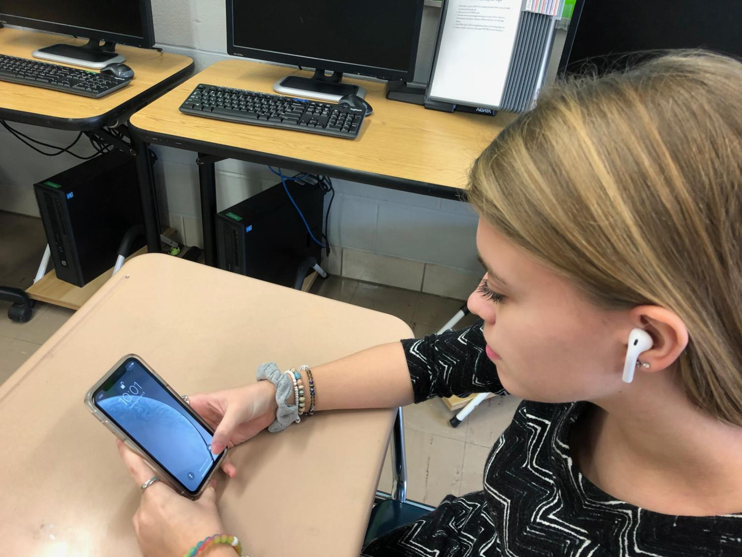 Junior Sarah Barber flexes on us with her horrendous AirPods