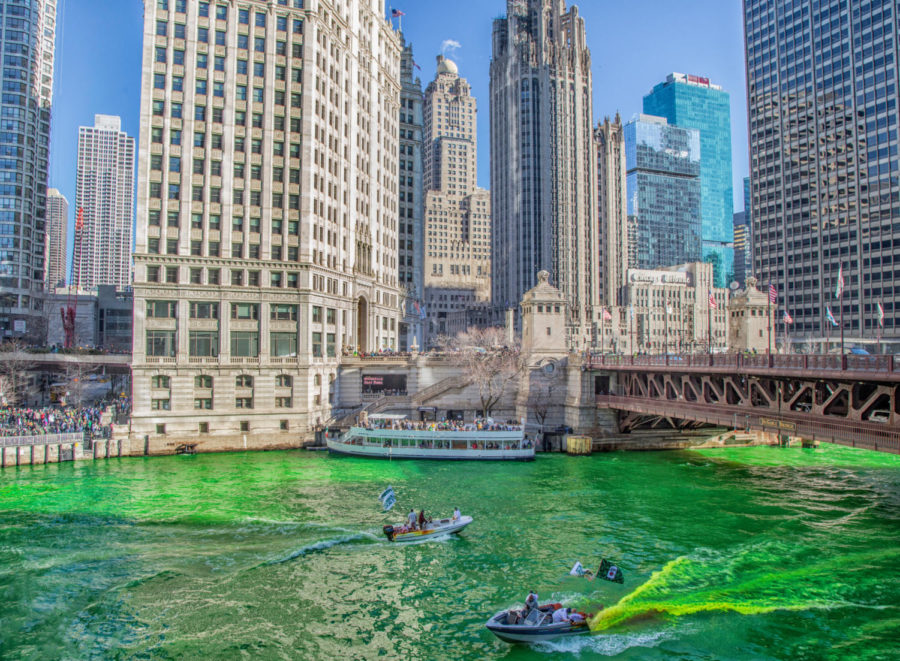 Two+boats+pouring+dye+into+the+Chicago+river+to+make+the+river+neon+green+for+St.+Patrick%27s+Day.+