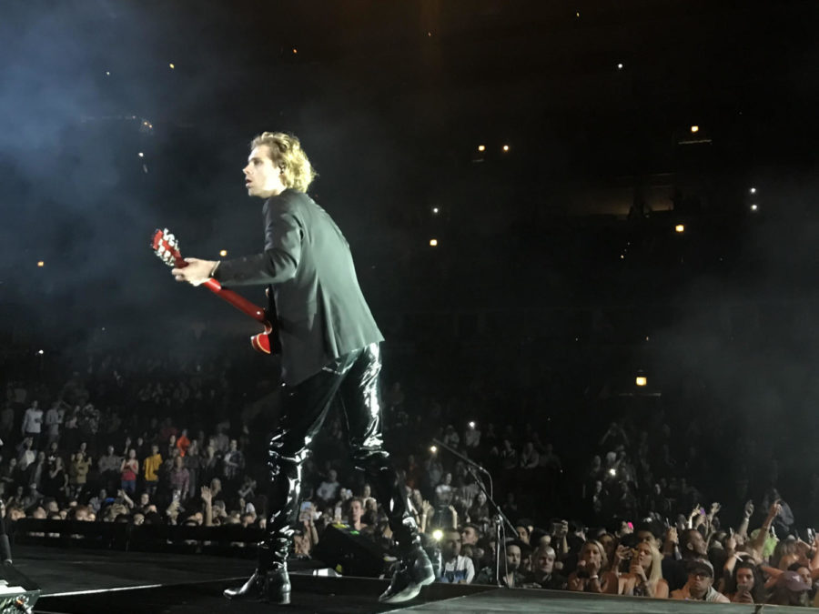 Lead+guitarist%2C+Luke+Hemmings%2C+shreds+a+guitar+solo+during+their+hit+%22Youngblood%22