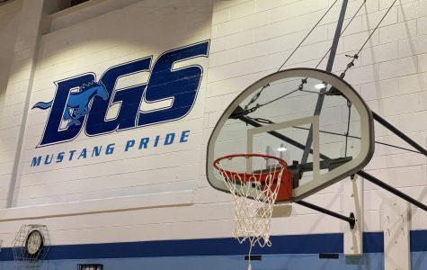Juniors shoot their shot on varsity basketball