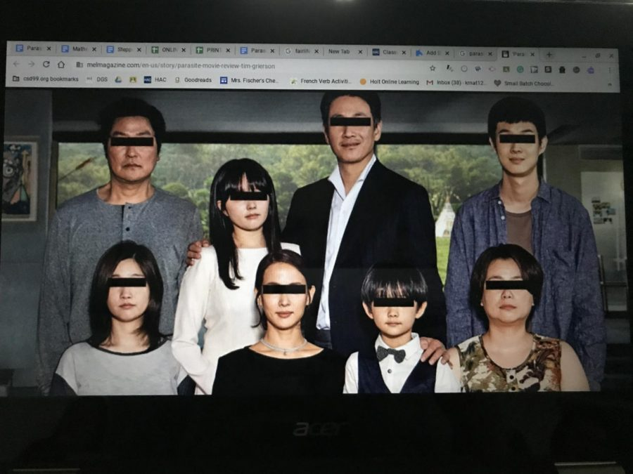 The Parks are surrounded by the Kims, as their family portrait is infiltrated.