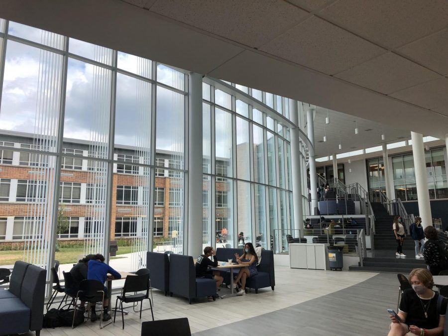 Students enjoy the new commons at DGS.