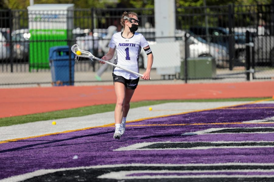 Ysabel Pakowski, a midfielder for the DG Girls Lacrosse Team, made her verbal commitment to play lacrosse at The University of Detroit Mercy in July of 2021.